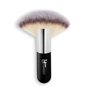 It's Cosmetics Heavenly Luxe Mega Fan Brush NWT
